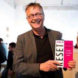 Jan de Ruiter (voormalig burgemeester van Zevenaar) leest Reset